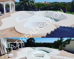 Contour de piscine en résine de marbre